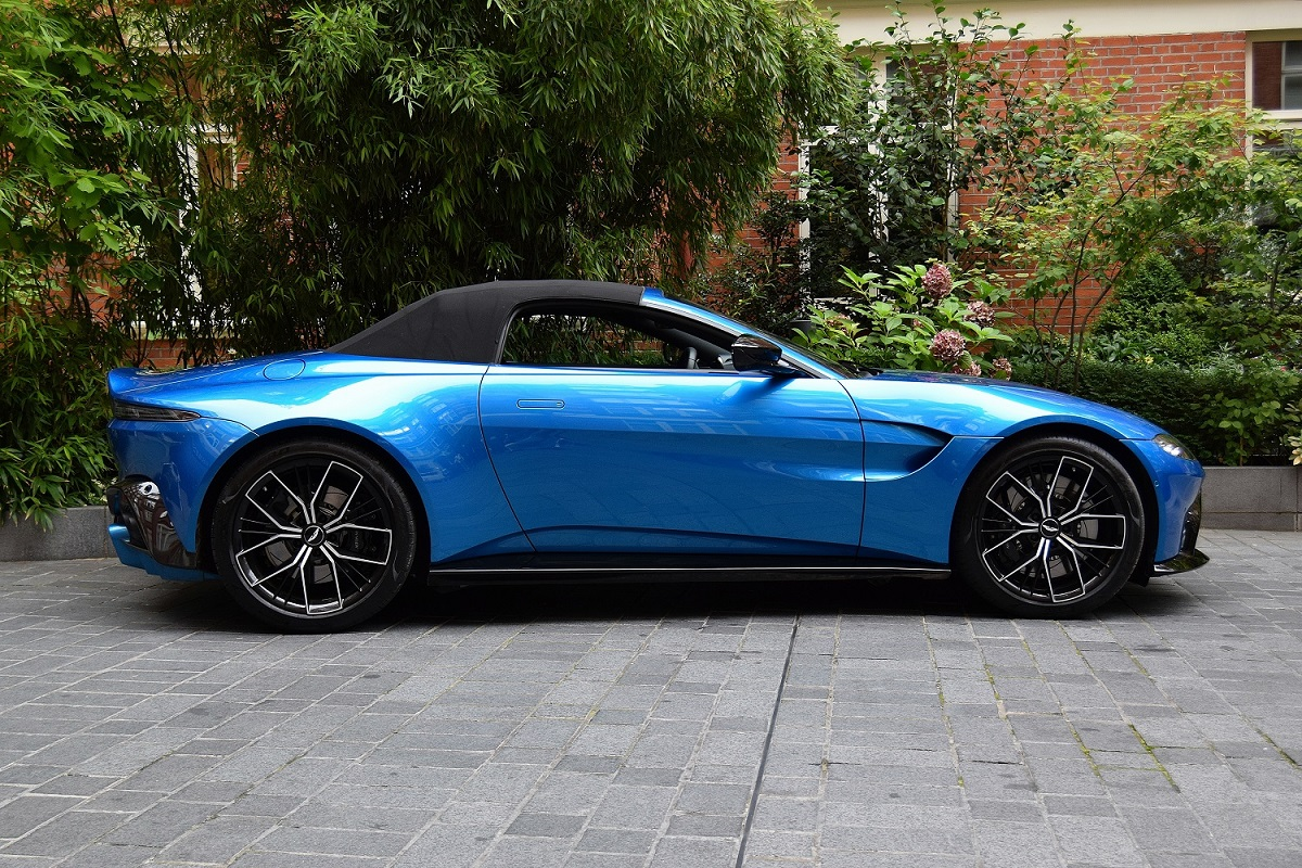 Vantage side view with roof up